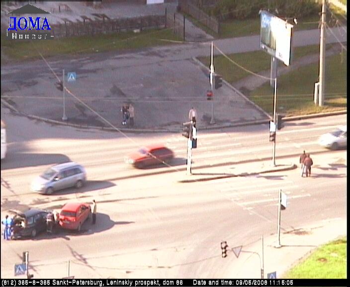 Уеб Камера Кръстовище : Ленински проспект - Десантников , Санкт Петербург, Русия